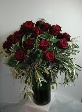 Lush Style 18 Long Stem Roses