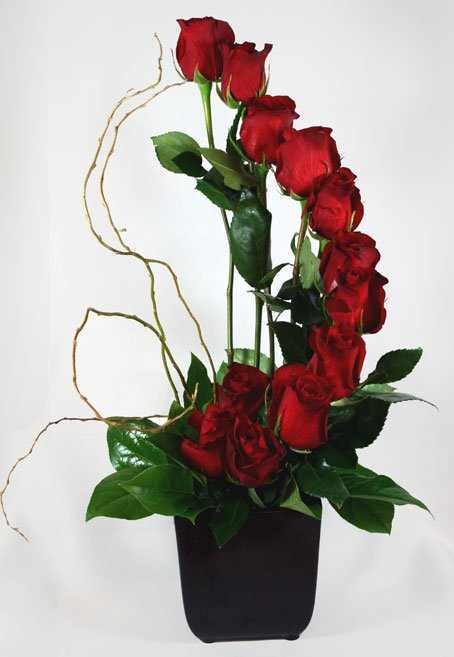 Fiori di Milano Dozen Roses Flower Arrangement - San Franciscan